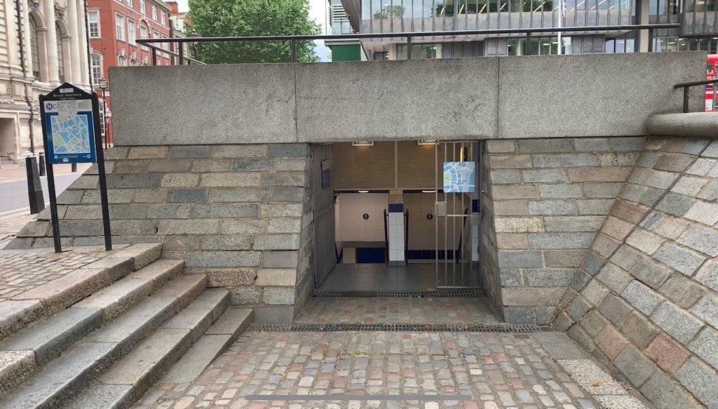 ロンドンの公衆トイレ